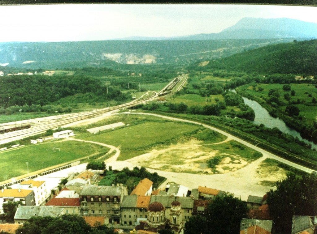 knin rail river and empty roads